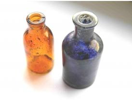 Kaks ravimi pudeli