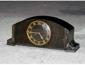 Каминные часы с резным декором