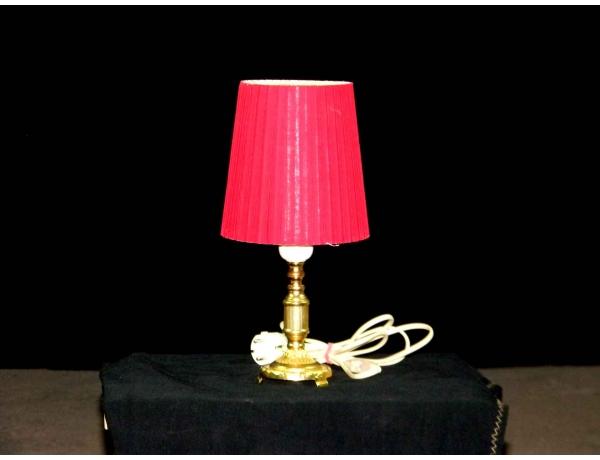Настольная лампа с красным абажуром, AM0525