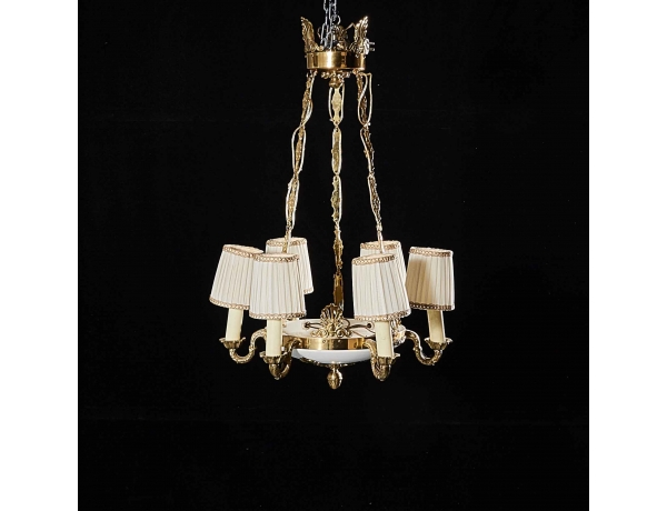 Люстра белого цвета и золотым декором, AM0813