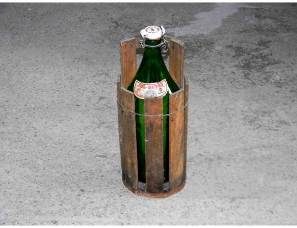 Õllepudel rohelise värvi korvis, AM1031