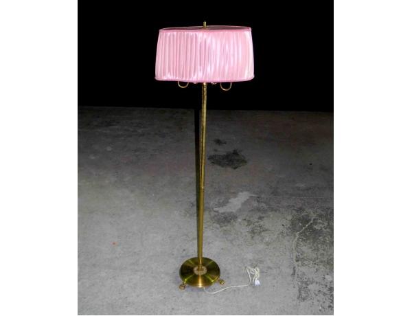 Põrandalamp messingist jalaga ja roosa lambivarjuga, AM0931