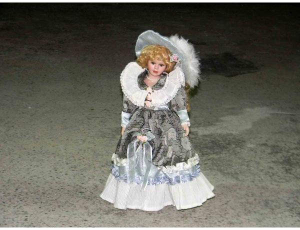 Фврфоровая кукла с шляпой, AM1181