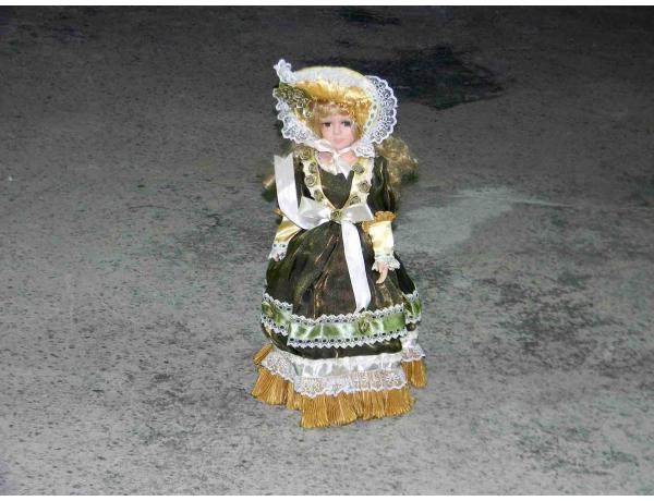 Фврфоровая кукла зелёного цвета, AM1180