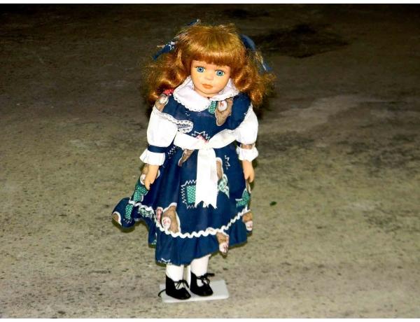 Фарфоровая кукла в синем платье, AM0950