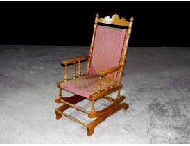 Американское кресло-качалка красного цвета