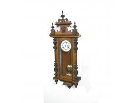 Настенные часы из орешника