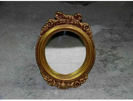 Настенное зеркало овальное