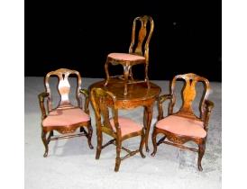 Обеденный стол с четырьмя стульями