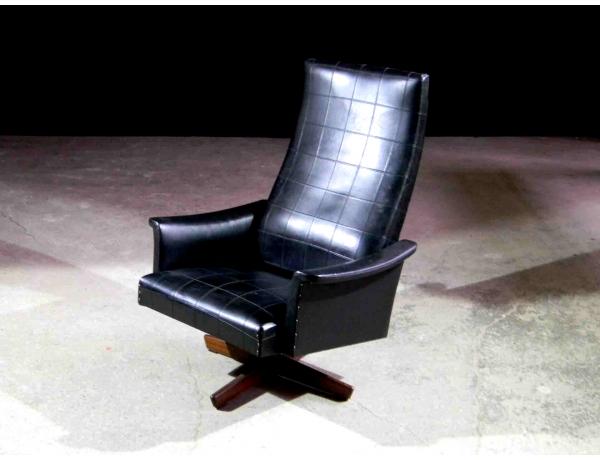 Кресло вращяющееся с обивкой из кожи, AM1023