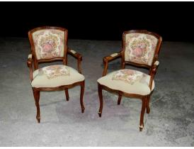 Кресло с вышитым узором