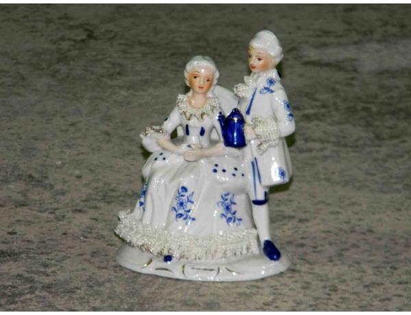 Маленькая фарфоровая статуэтка Пара, AM1175